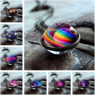 Collier et pendentif boule en verre cosmos